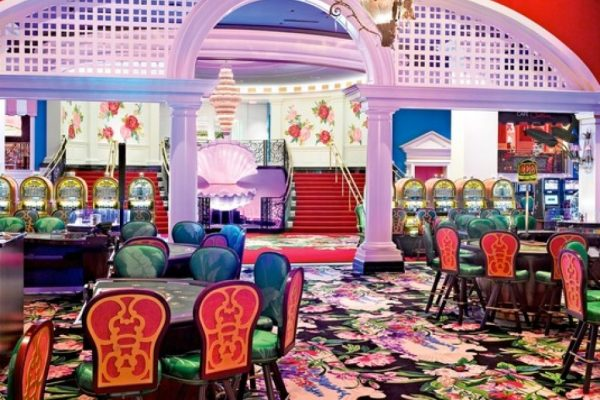 gaming_tables_at_the_greenbrier-960x1149
